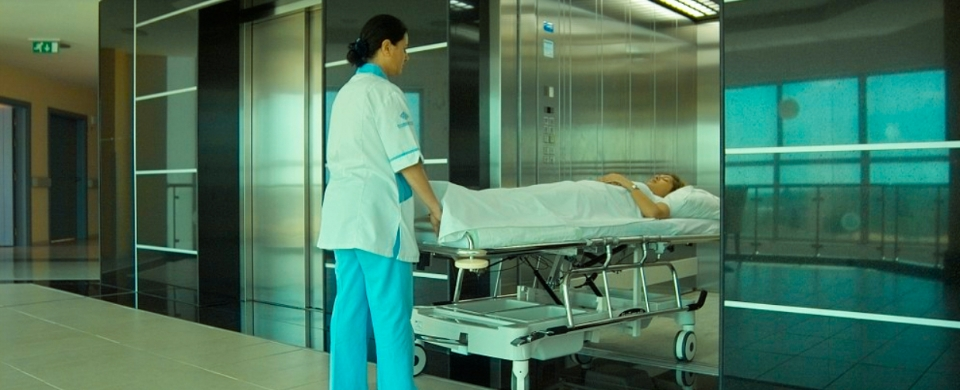 Elevador Hospitalar - Serviço AMR Elevadores