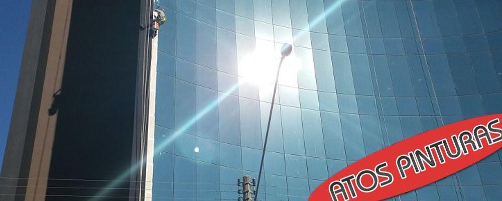 Limpeza de vidro em prédio