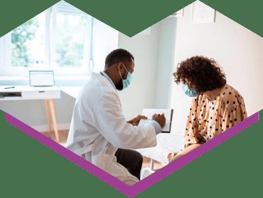 Médico atendendo um paciente
